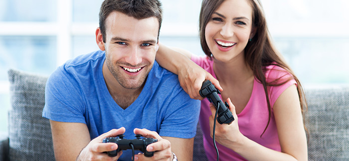 how to tempt your girlfriend to play co-op games on a couch