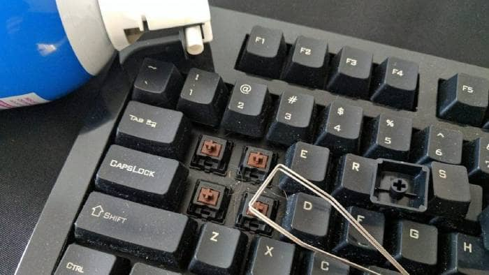Spray for cleaning the PC keyboard